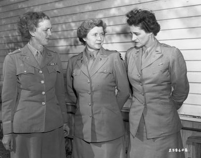 Margaret Craighill (left) with two unidentified women in uniform