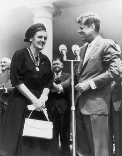 Frances O. Kelsey receives the President's Award for Distinguished Federal Civilian Service from President John F. Kennedy, 1962