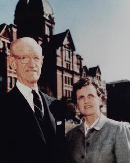 Dr. Caroline Bedell Thomas with her Dr. Henry M. Thomas Jr. outside of the Johns Hopkins University