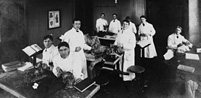 Florence Sabin (seated, middle table) teaching anatomy, Johns Hopkins University School of Medicine, early 1900s. The Alan Mason Chesney Medical Archives of The Johns Hopkins Medical Institutions